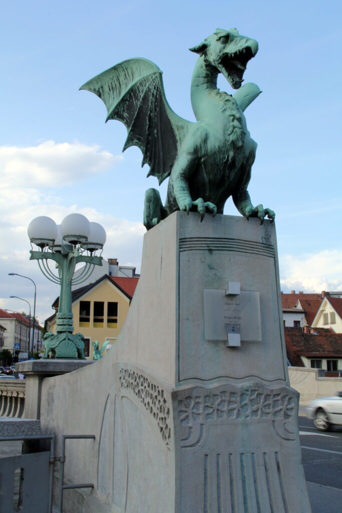 Lubiana, Zmajski most, il famoso Ponte dei Draghi