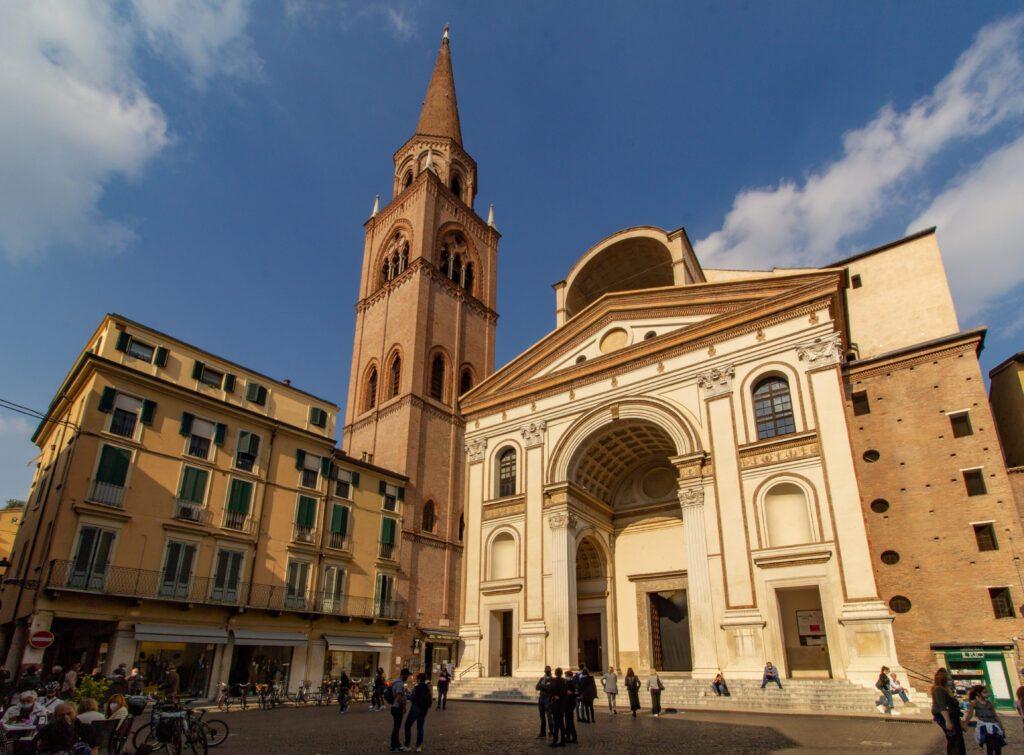 Mantova, Piazza delle Erbe, Basilica di Sant'Andrea
