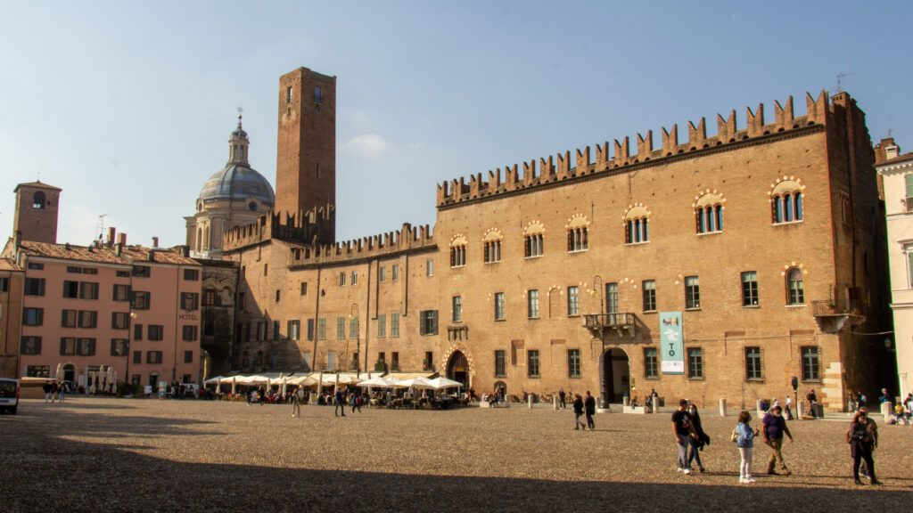 Mantova, Piazza Sordello